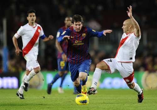 Messi áp sát Pele, vượt mặt Ronaldo - 1
