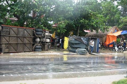 Ô tô đối đầu trong mưa bão: Phút sinh tử - 1