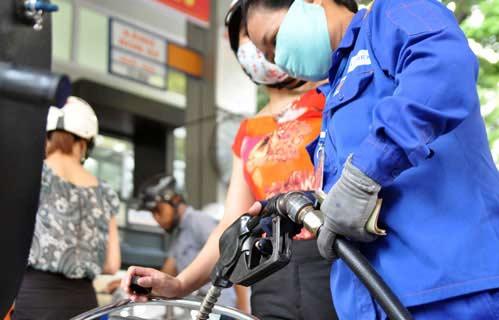 Quản lý giá xăng dầu gây bất bình - 1