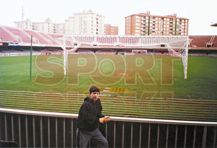 Messi đã phải trải qua những ngày tháng khổ luyện cùng lò đào tạo trẻ La Masia trước khi hướng tới chinh phục những đỉnh cao của bóng đá Thế giới vào thời điểm hiện nay.