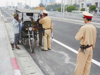 Xe ba bánh: Thanh lý toàn bộ xe vi phạm - 1