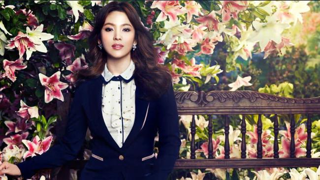 Nữ diễn viên 'Trái tim mùa thu' xinh đẹp vô ngần trong trang phục kín đáo cho dân công sở