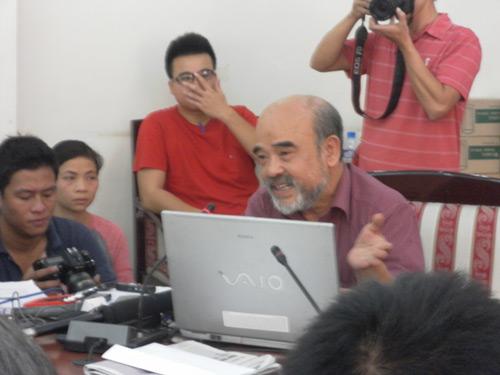 GS Đặng Hùng Võ nhận thiếu sót trước dân Văn Giang - 1