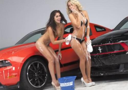 Video: Chân dài sexy bên Mustang - 1