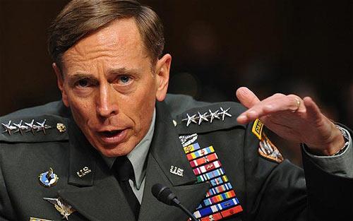 Thừa nhận ngoại tình, Giám đốc CIA từ chức - 1