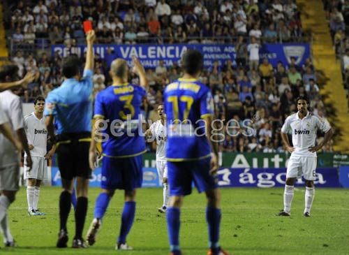 Real & Mourinho đụng khắc tinh - 1