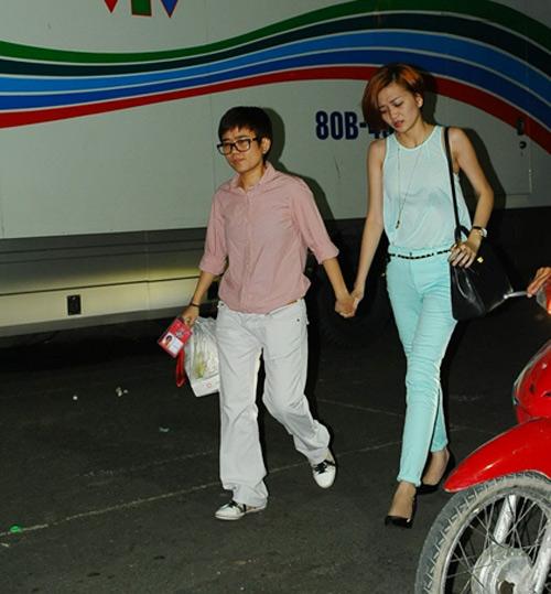Phương Uyên nắm tay Bảo Trang rời The Voice - 1