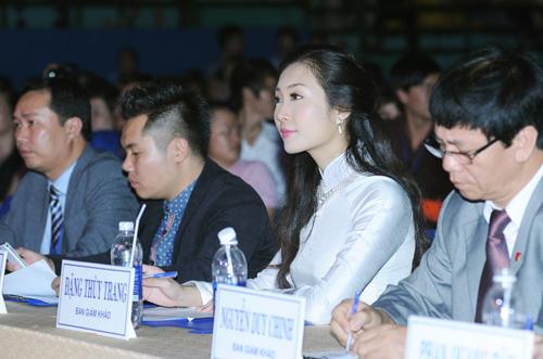 Á hậu Thùy Trang rạng rỡ làm giám khảo - 1