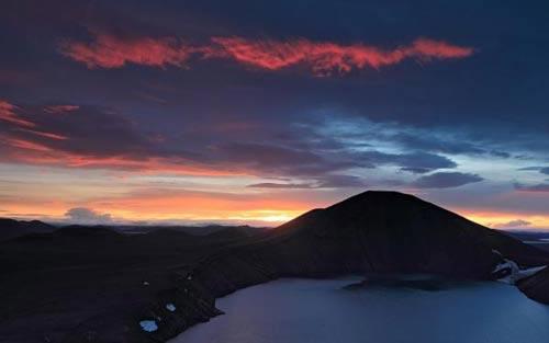 Vẻ đẹp ngoạn mục của vùng núi lửa ở Iceland - 1
