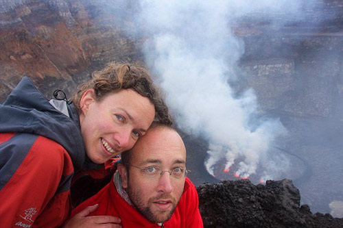 Cầu hôn gần... miệng núi lửa - 1