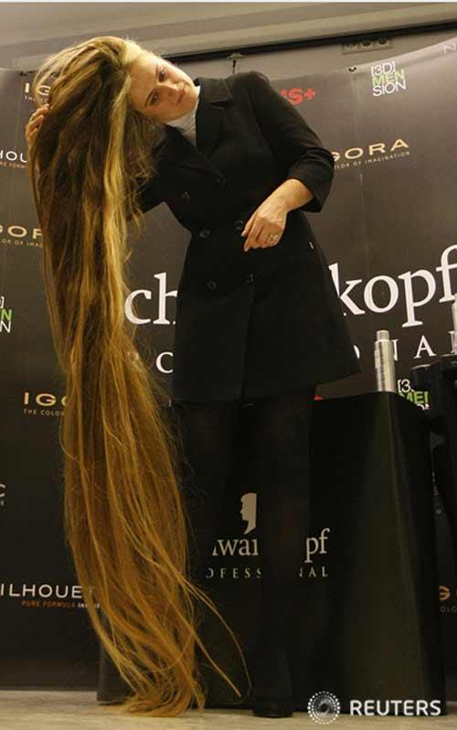Cô gái tóc dài đến gót lập kỷ lục - 1