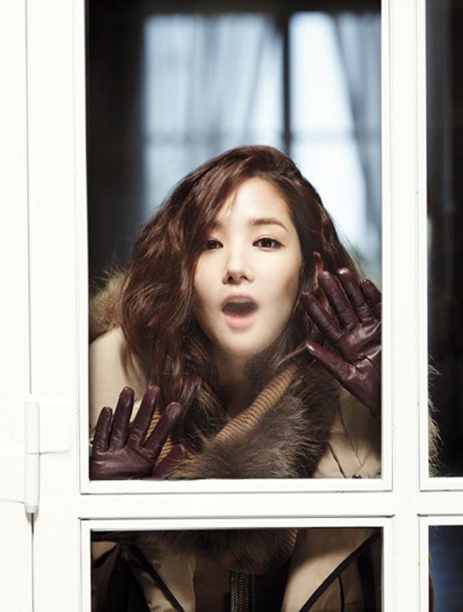 Bộ sưu tập thời trang mà Park Min Young đảm nhiệm cho một thương hiệu uy tín vừa trình làng.