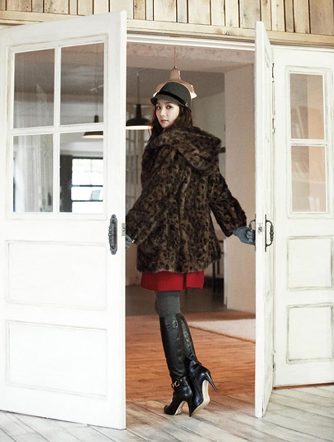 Năm 2007, Min Young cũng từng nhận giải nữ diễn viên mới triển vọng của thể loại sitcom qua vai diễn trong High Kick.