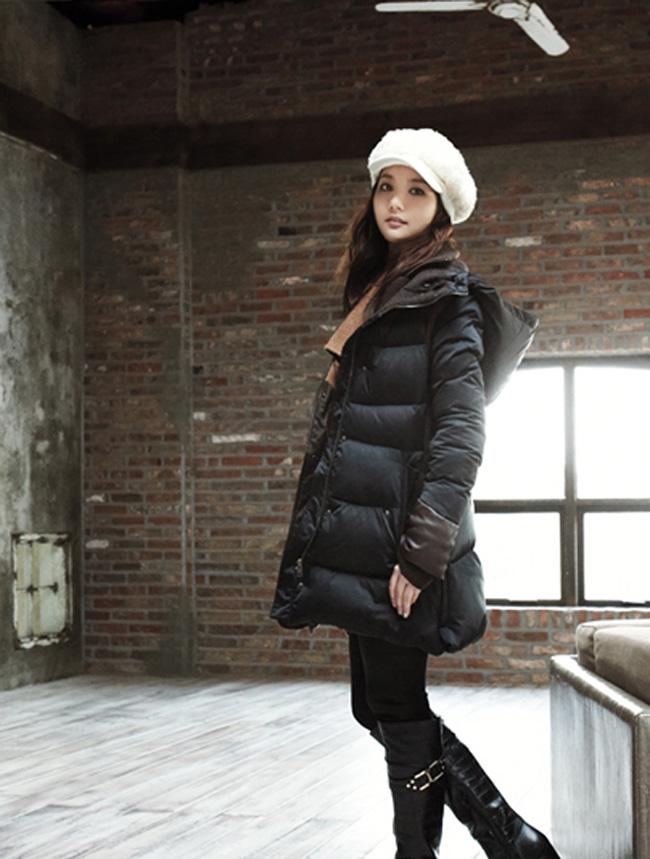 Bên cạnh đó, vẻ đẹp trong sáng của Min Young giúp cô thường được mời hợp tác trong các MV ca nhạc.