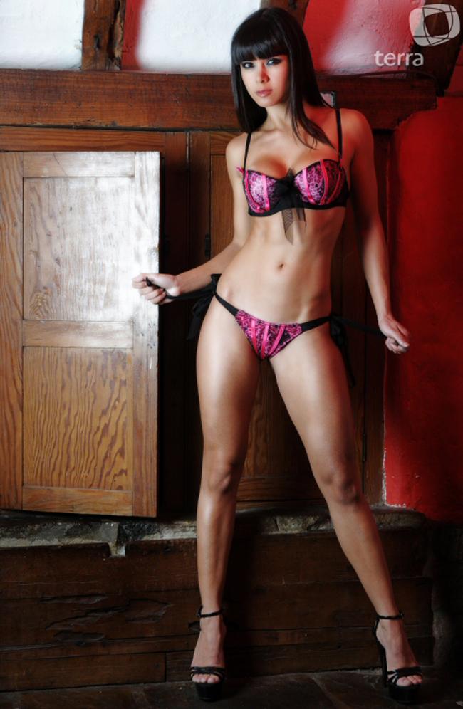 Melissa Garcia là siêu mẫu cực kì nổi tiếng tại Peru. Với số đo các  vòng 88-60-90, Melissa Garcia đã dễ dàng chinh phục được các kinh đồ  thời trang từ Milan, New York đến Paris. Đặc biệt, Melissa Garcia còn  càng trở nên nổi tiếng hơn khi từng có thời cặp kè với ngôi sao của Real  - Guti, nhưng rất tiếc sau đó họ đã sớm chia tay bởi tính lăng nhăng  của cựu đội phó Real.