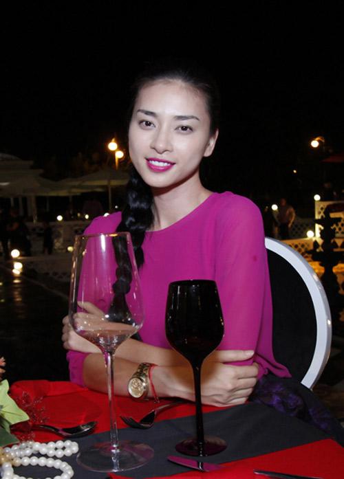 Sao Việt siêu quyến rũ với son hồng - 1