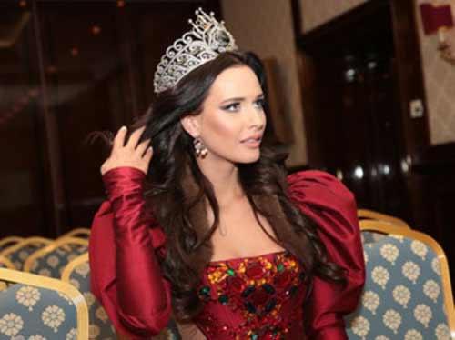 """Hoa hậu Nga: """"Nước tôi đang bị xé nát"""" - 1"""