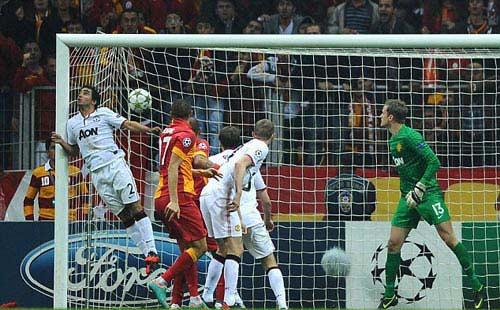 Galatasaray - MU: Cái giá phải trả - 1