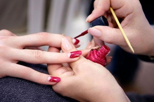 Nhiễm trùng da vì sơn móng tay - 1