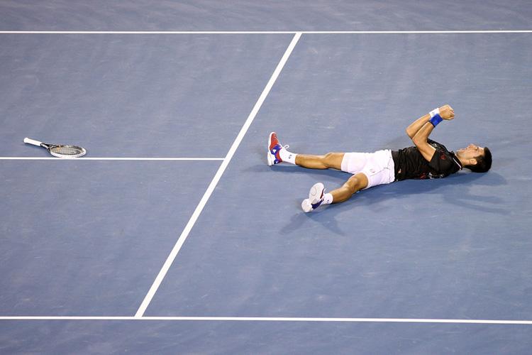Novak Djokovic đã bảo vệ thành công chức vô địch Australian Open sau trận chung kết nghẹt thở kéo dài 5h53' với Rafael Nadal. Đây là trận chung kết Grand Slam dài nhất trong kỷ nguyên mở. Nole giành thắng lợi sau 5 set với các tỷ số 5-7, 6-4, 6-2, 6-7 (5-7), 7-5.