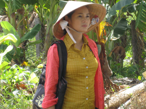 Diễm Châu mát tay trổ tài nuôi cá - 1