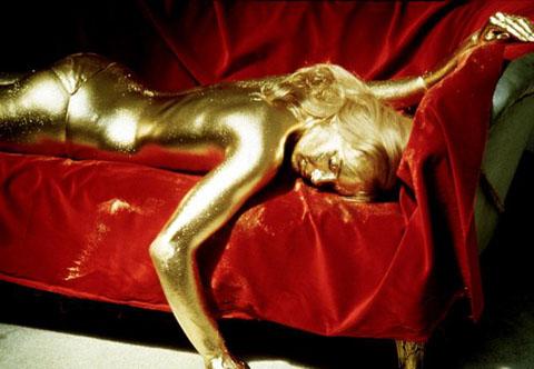Nhuộm tóc bằng vàng - Đẳng cấp đại gia? - 1