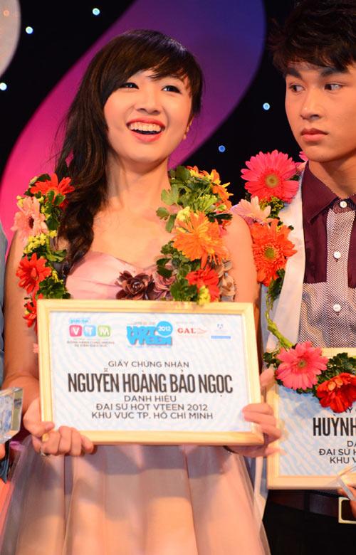 Hai nữ sinh xinh đẹp đăng quang Hot Vteen - 1