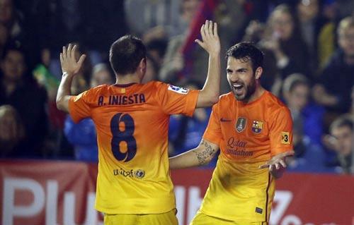 Levante - Barca: Tuyệt đỉnh Iniesta - 1