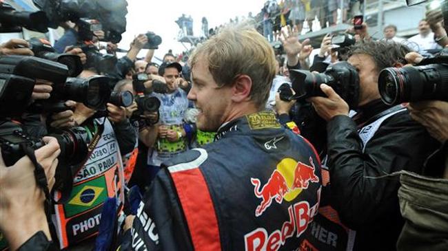 Vettel lần thứ 3 liên tiếp VĐTG.