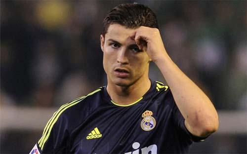 """Ronaldo sa sút vì không được """"chiều""""? - 1"""