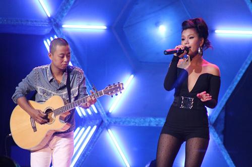 """Sao Việt """"gian nan"""" hát với sao Hàn - 1"""