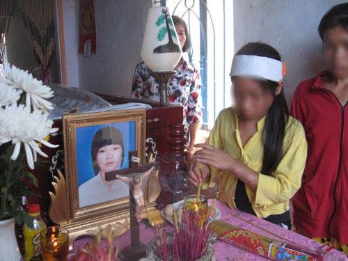 Nữ sinh treo cổ trong màu áo học trò - 1