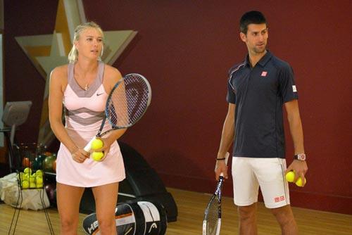 Tennis 8: Djokovic rủ Sharapova karaoke - 1