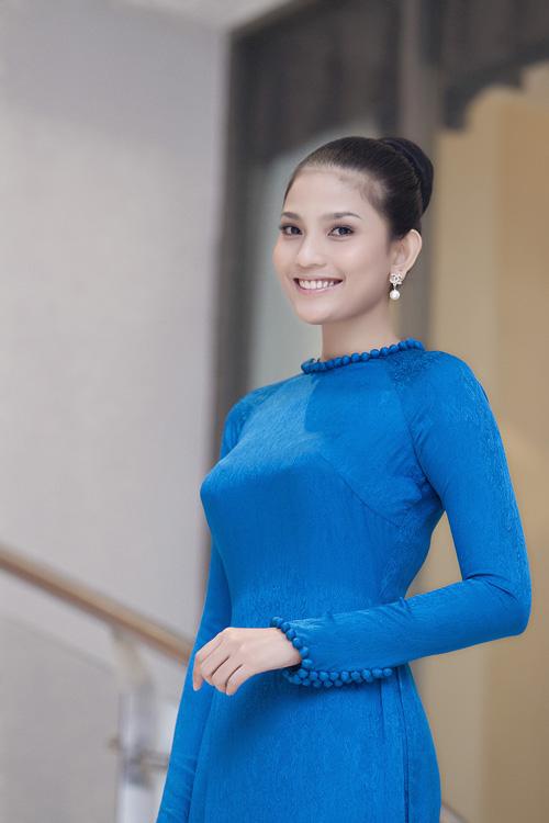 Trương Thị May khoe nhan sắc rạng rỡ - 1