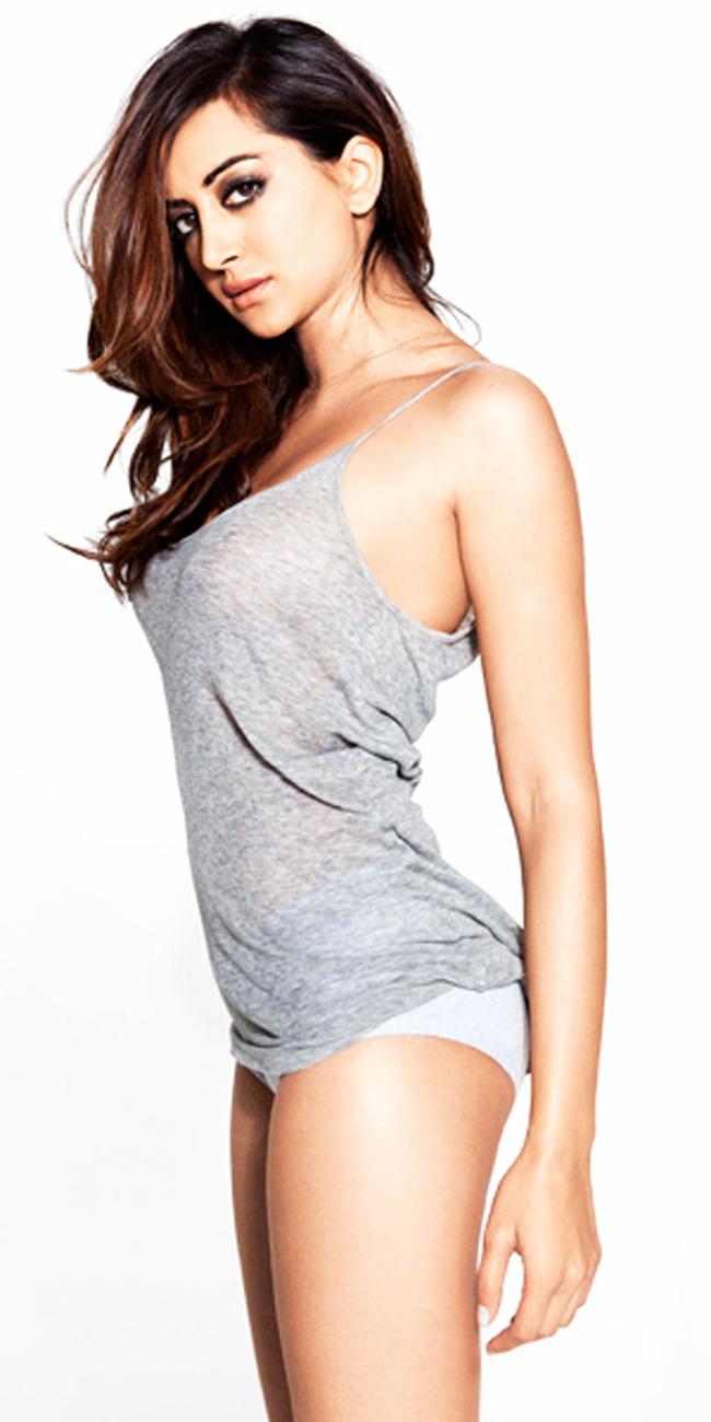 Noureen DeWulf là một nữ diễn viên người Mỹ. Cô được biết đến với vai diễn trong các bộ phim như West Bank Story, Ghosts of Girlfriends Past, và The Back-up Plan. Do bố mẹ là người Ấn Độ nên DeWulf sở hữu những vẻ đẹp rất Á châu. Năm 2007, DeWulf từng lọt vào top 100 người phụ nữ quyến rũ nhất hành tinh theo bầu chọn của tạp chí Maxim. Hiện tại, người đẹp này đang có cuộc sống hạnh phúc bên cạnh VĐV hokey trên băng Ryan Miller.
