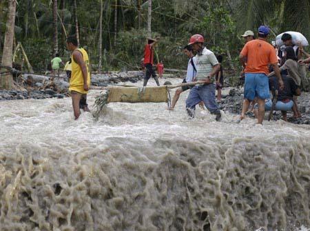 Hơn 475 người chết vì bão ở Philippines - 1