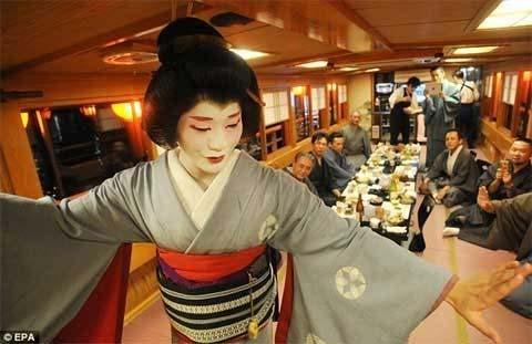 "Xem Geisha nam duy nhất ở Nhật ""kiếm tiền"" - 1"