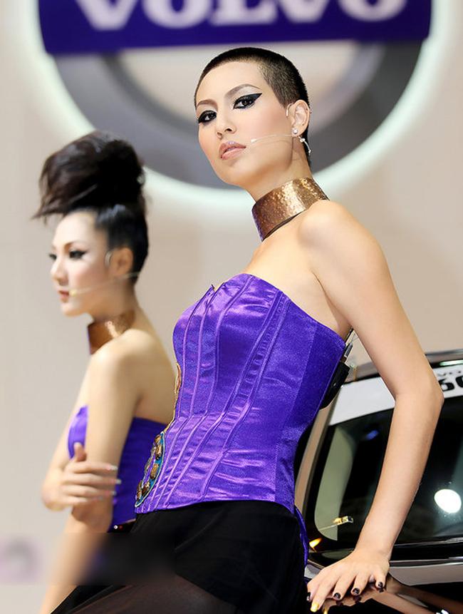 Thái Lan không chỉ nổi tiếng với những địa danh du lịch hay những khu mua sắm, mà còn được biết đến với những chân dài xinh như mộng nhất là tại những triển lãm ô tô của nước này.