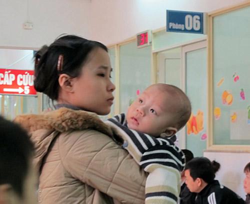 Trời rét, trẻ mắc bệnh hô hấp tăng đột biến - 1