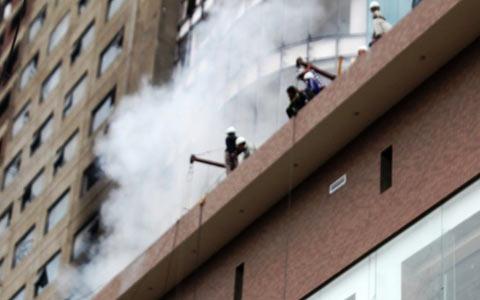 Cháy lớn tại công trường khách sạn 5 sao - 1