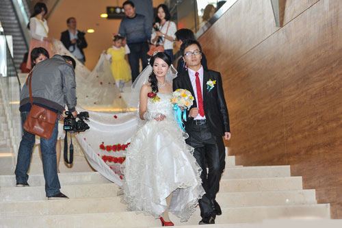 Chiếc váy cưới dài 520 mét - 1