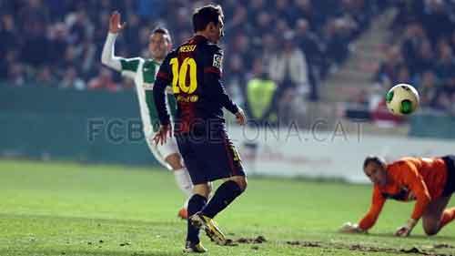 """Messi vẫn còn kém 2 """"Siêu sát thủ"""" - 1"""