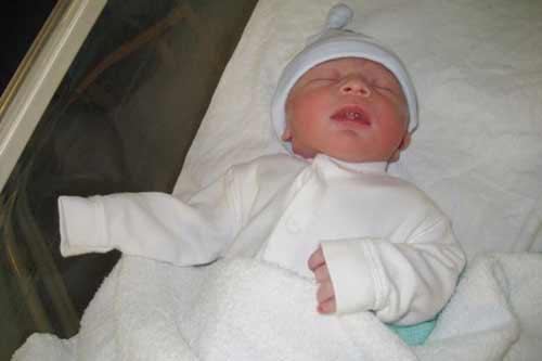 Cậu bé chào đời đúng 12h12' ngày 12/12/2012 - 1