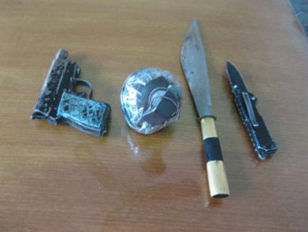 4 giờ đuổi bắt tên cướp 9X mang súng, lựu đạn - 1
