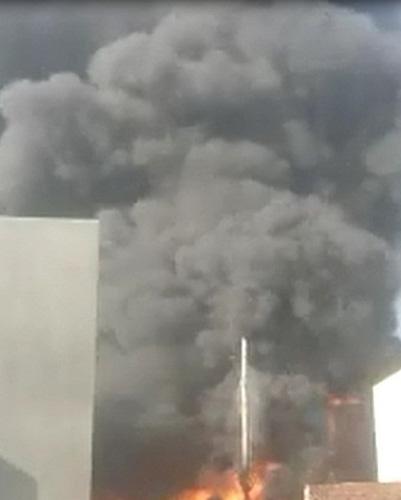 Xưởng hóa chất phát nổ, cháy ngùn ngụt - 1