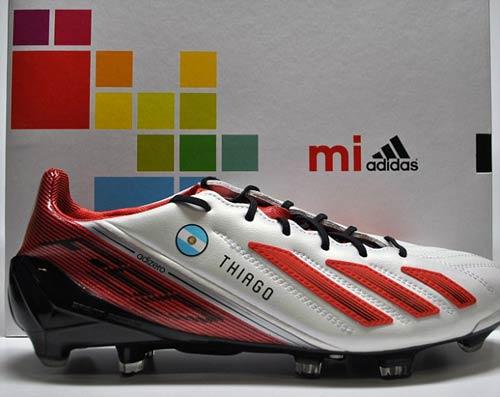 """Messi nhận """"siêu giày"""" từ NHM - 1"""