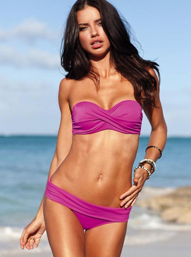 Adriana Lima là siêu mẫu cực kì nổi tiếng người Brazil. Cô hiện được  xếp vào top 5 người mẫu có thu nhập cao trên thế giới theo bảng xếp hạng  của tạp chí Forbes. Adriana kết hôn với ngôi sao bóng rổ người Serbia -  Marko Jaric đúng vào ngày lễ tình nhân năm 2009 và hiện họ có một cô  con gái kháu khỉnh.