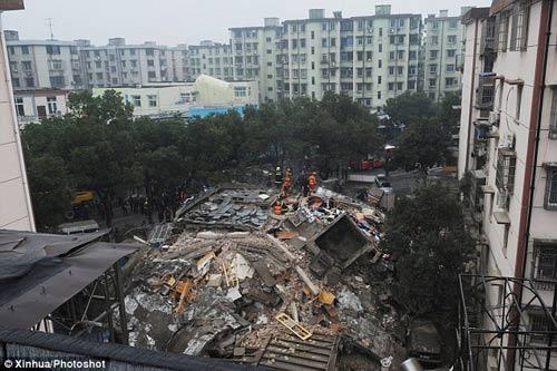 TQ: Sững sờ nhìn tòa nhà cao tầng đổ sụp - 1