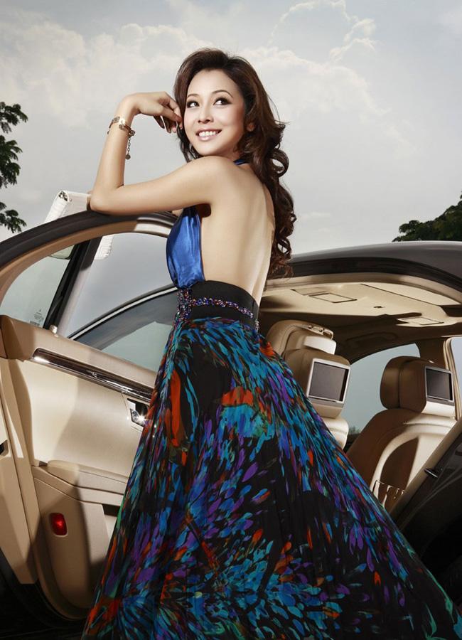 Jennifer Phạm tên khai sinh là Phạm Vũ Phượng Hoàng. Cô đoạt ngôi vị Hoa hậu châu Á tại Mỹ năm 2006.
