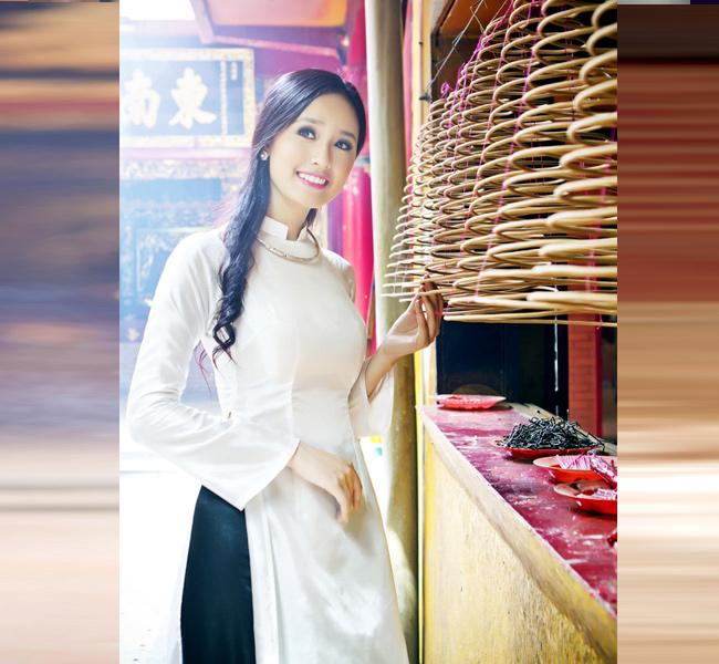 Mai Phương Thúy tinh khôi áo dài